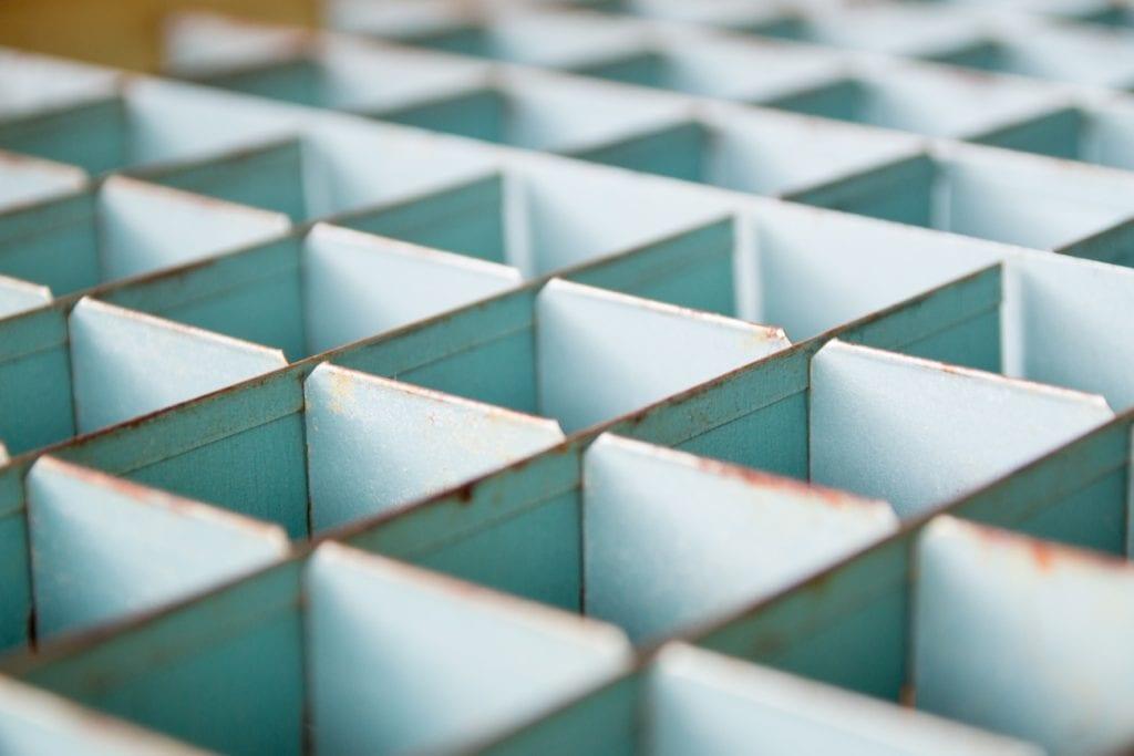 面心立方格子とは?配位数や充填率、密度、格子定数、半径などを解説!